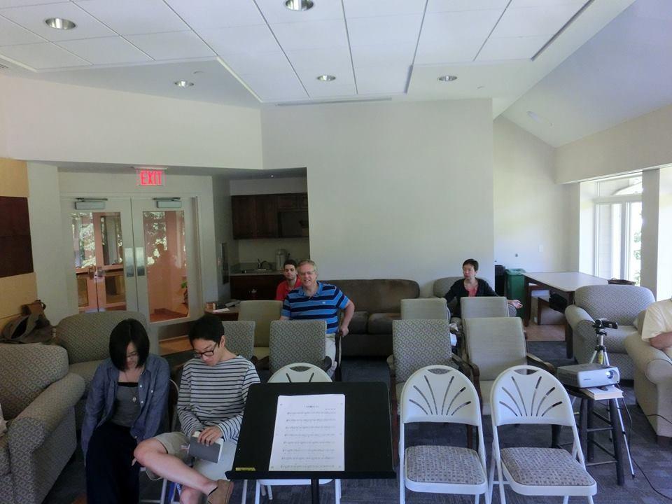 7月6日:一時的な礼拝場で
