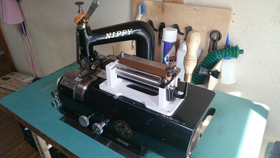 こちらが、森山工房の革漉き機です!