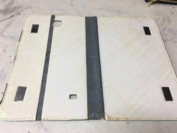 手帳型スマホケースを、お財布ケータイケースにリメイクー中の芯材の様子