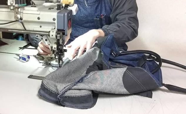 「DIESELデニムトート~修理リメイク風景」ミシンで再縫製しています。