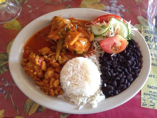 Soda El Rincon de Dominical - The original Casado of Costa Rica