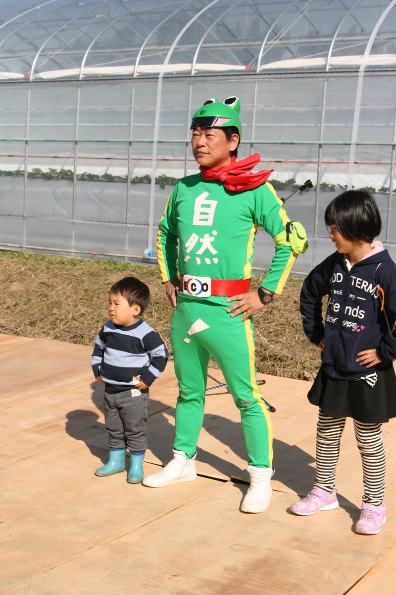 エコ仮面と記念写真だーー!!