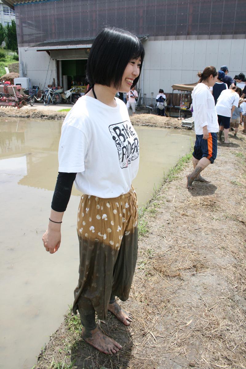 サポート下さった学生ボランティアさんも泥だらけ!