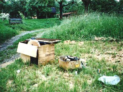 Müllentsorgung in den Streuobstwiesen Foto: K.H.Reimers