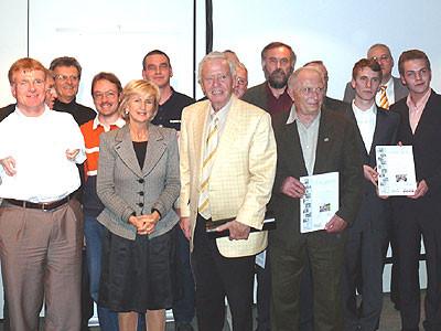 Preisträger und Jury. Im Vordergrund (Dritter von links) Prof. Dr. Ernst Waldemar Bauer, der den Festvortrag hielt. Foto:NABU
