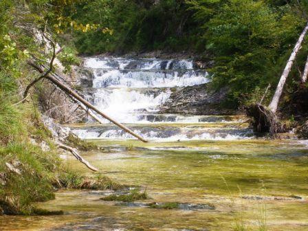 Hwelich klarer Wasserfall.