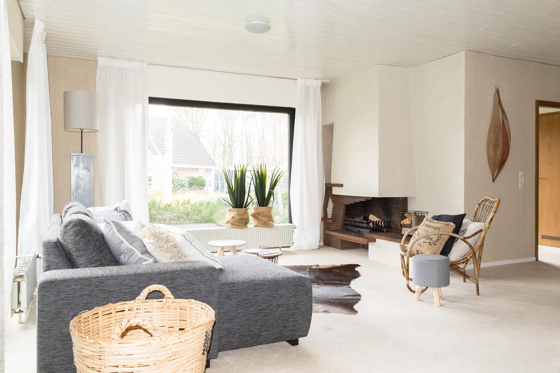 Woonkamer  NA meubelverhuur