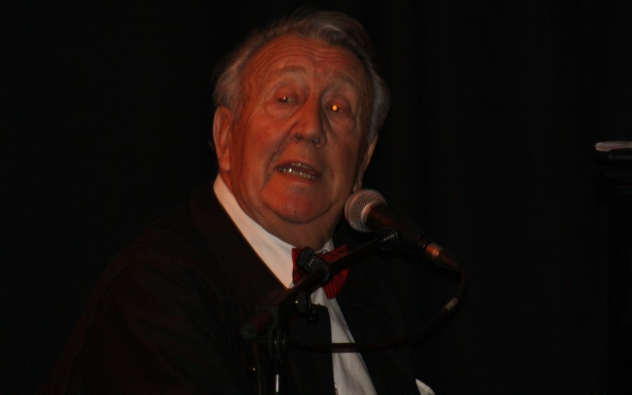 Jean Pierre Tutin, Il chante aussi bien qu'il joue !!!