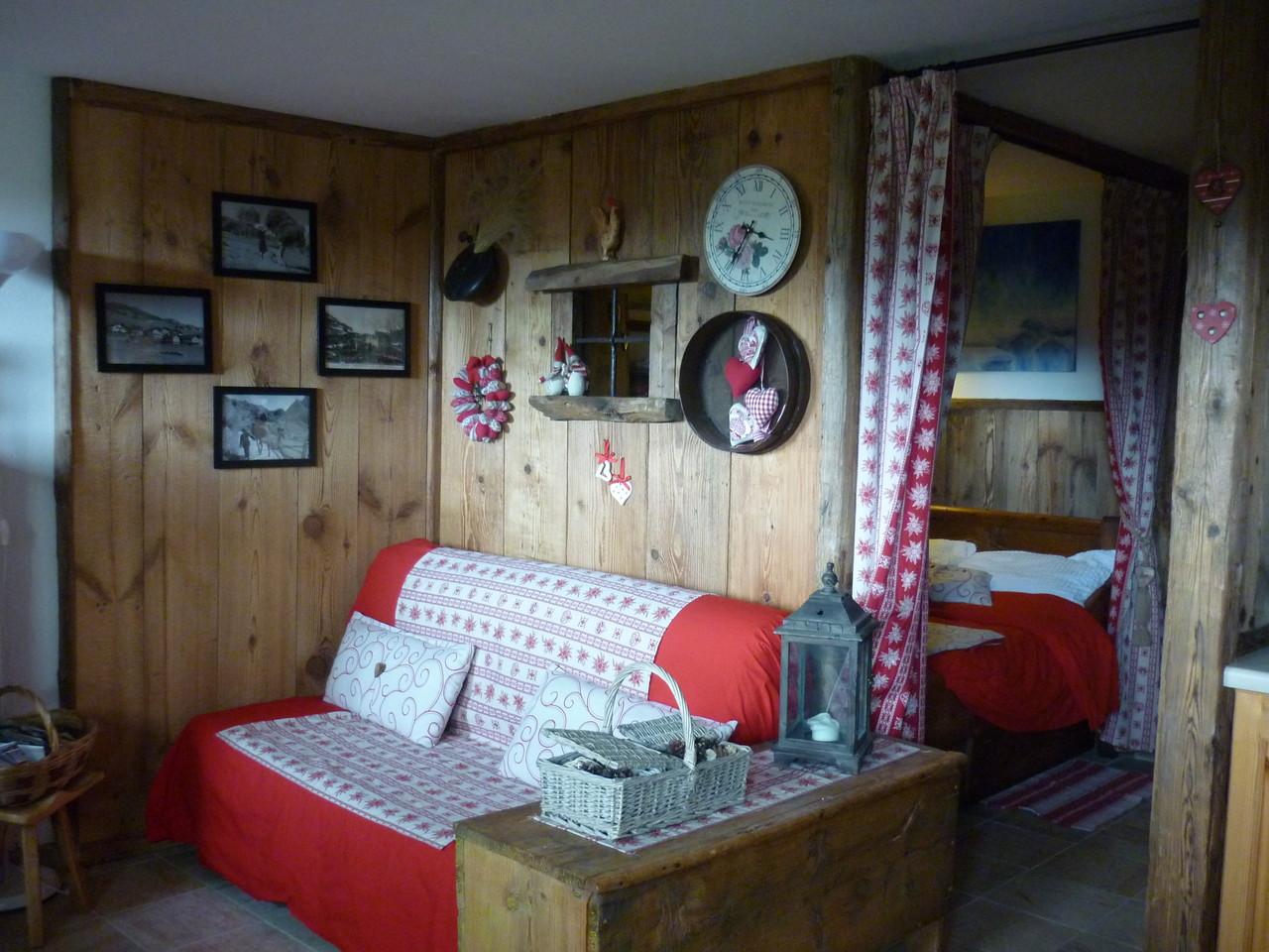 Foto interno appartamento con giardinetto chalet baita in villaggio tipico di montagna - Tende casa montagna ...