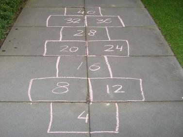 Bewegend leren rekenen hinkelbaan tafel van 4