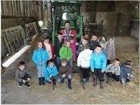 Pierric Diguet et ses élèves à la ferme pédagogique de Campbon.