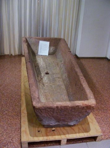 SIegfrieds Sarg im Museum Lorsch