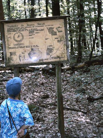 ehemalige Tafel am Hügelgrab 1