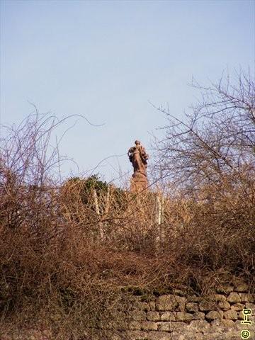 Madonna-Skulptur auf dem Berg