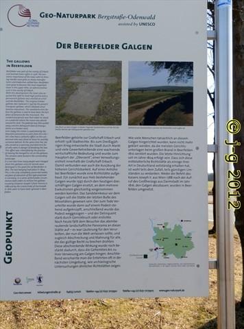 Geo-Park,Tafel gibt Erklärungen zur Richtstätte