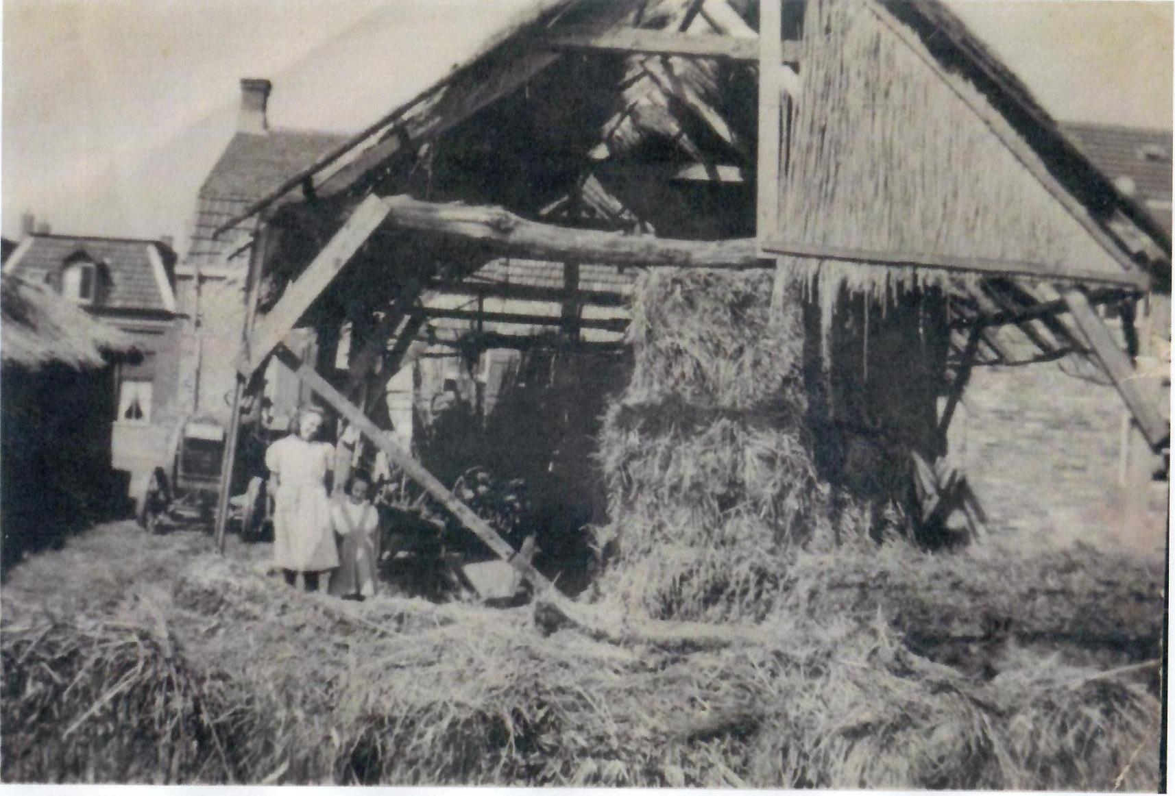 Noodschuur na de brand 1949