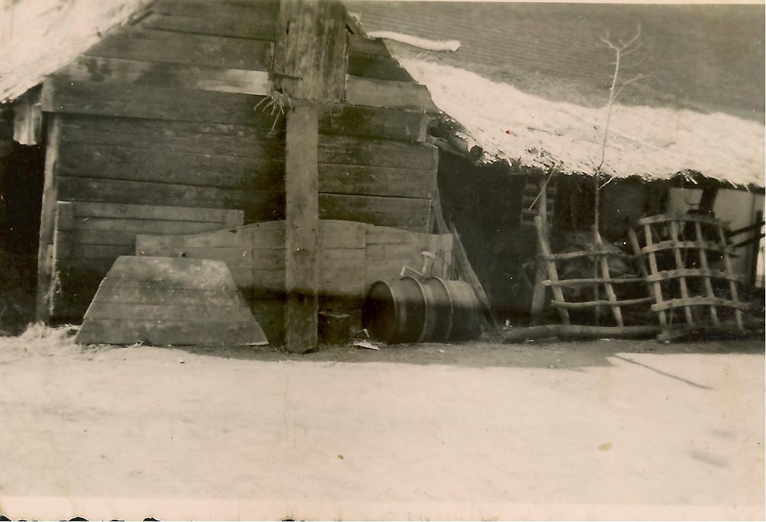 Noodpaardenstal na de brand 1944