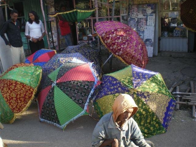Petits commerces : ombrelles traditionnelles ...