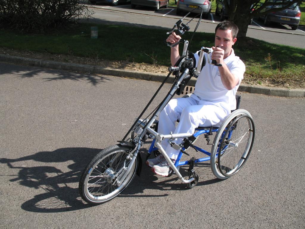 2009 remise d'un Handbike adaptable au CMPR de Bagnoles de l'Orne