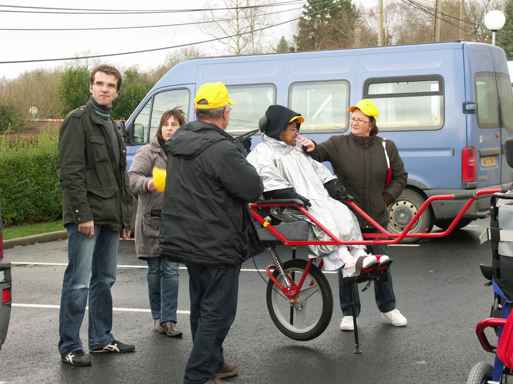 2009 l'IEM de La Ferrière aux Etangs en balade en Joëlette
