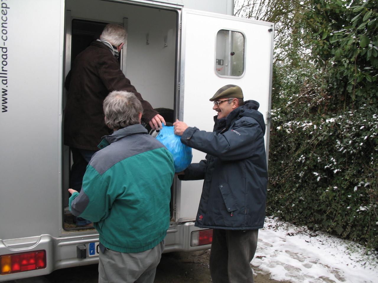 Samedi 19 janvier 2013  Arrivage en provenance   du « LIONS CLUB »  de Bagnoles de l'Orne de 2 T.de Bouchons