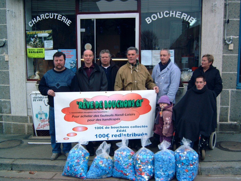 2005 collecte des bouchons à Champsecret avec Juju