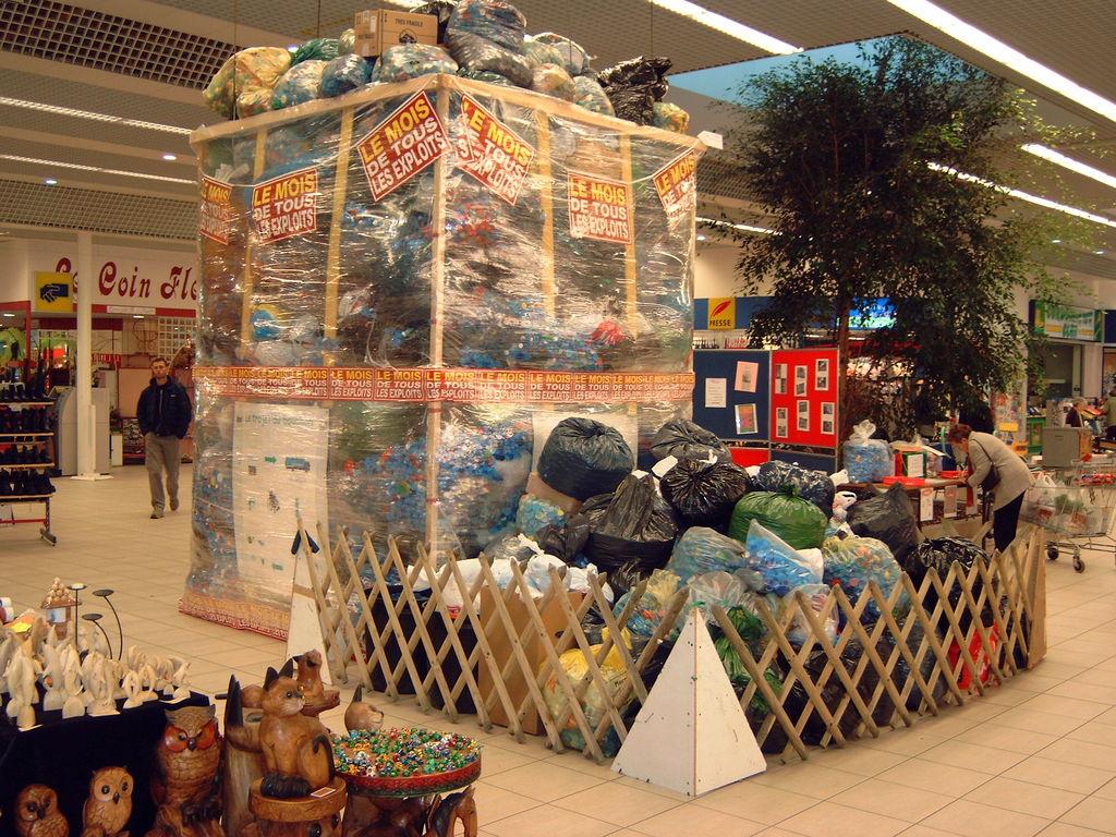 """""""OPERATION CHAMPION 2003""""       4,5 tonnes de bouchons collectés"""