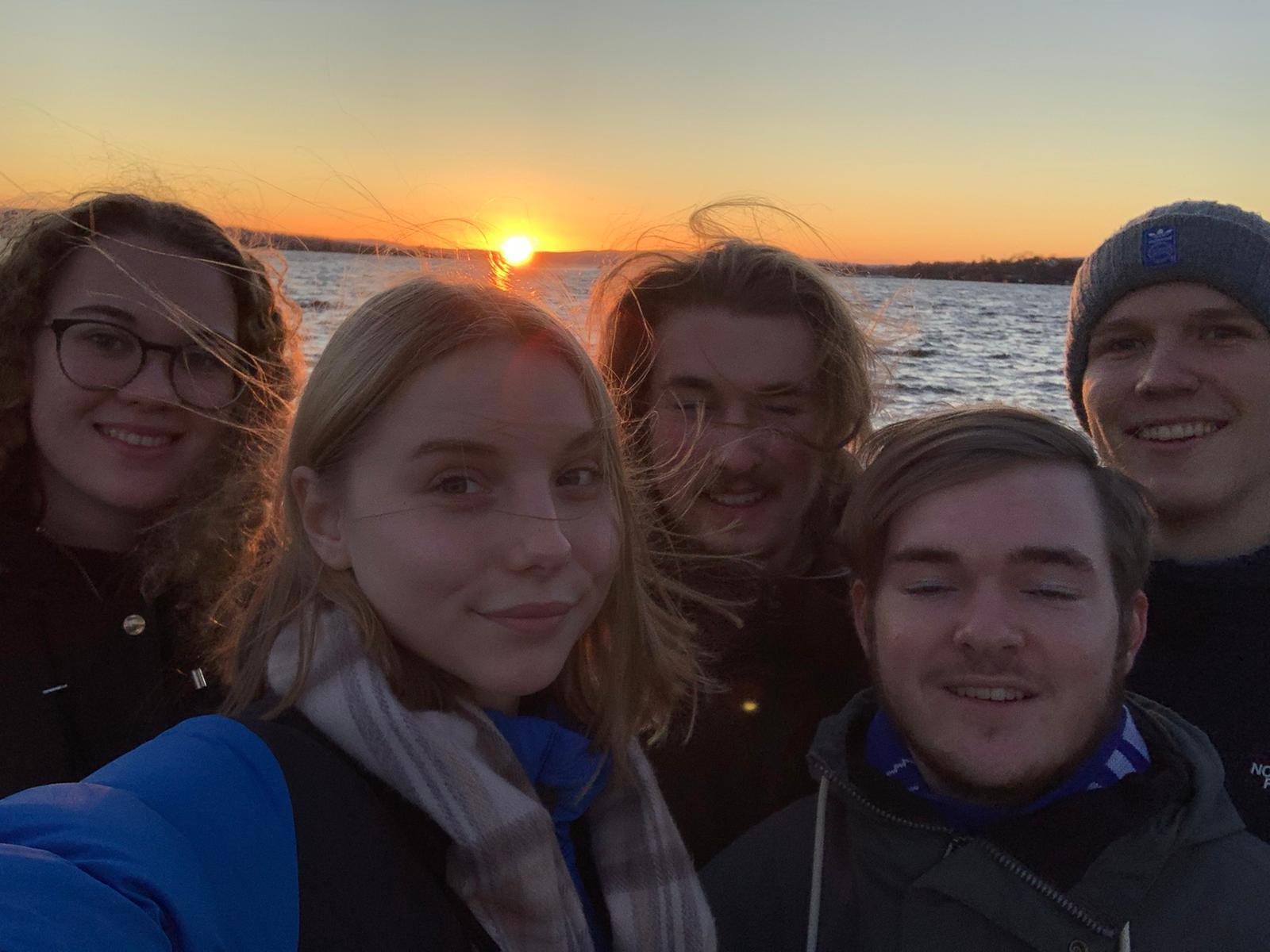 Die Praktikanten aus Norwegen versammelt: Elske, Franke, Jonas, Tim, Paul (v.l.)
