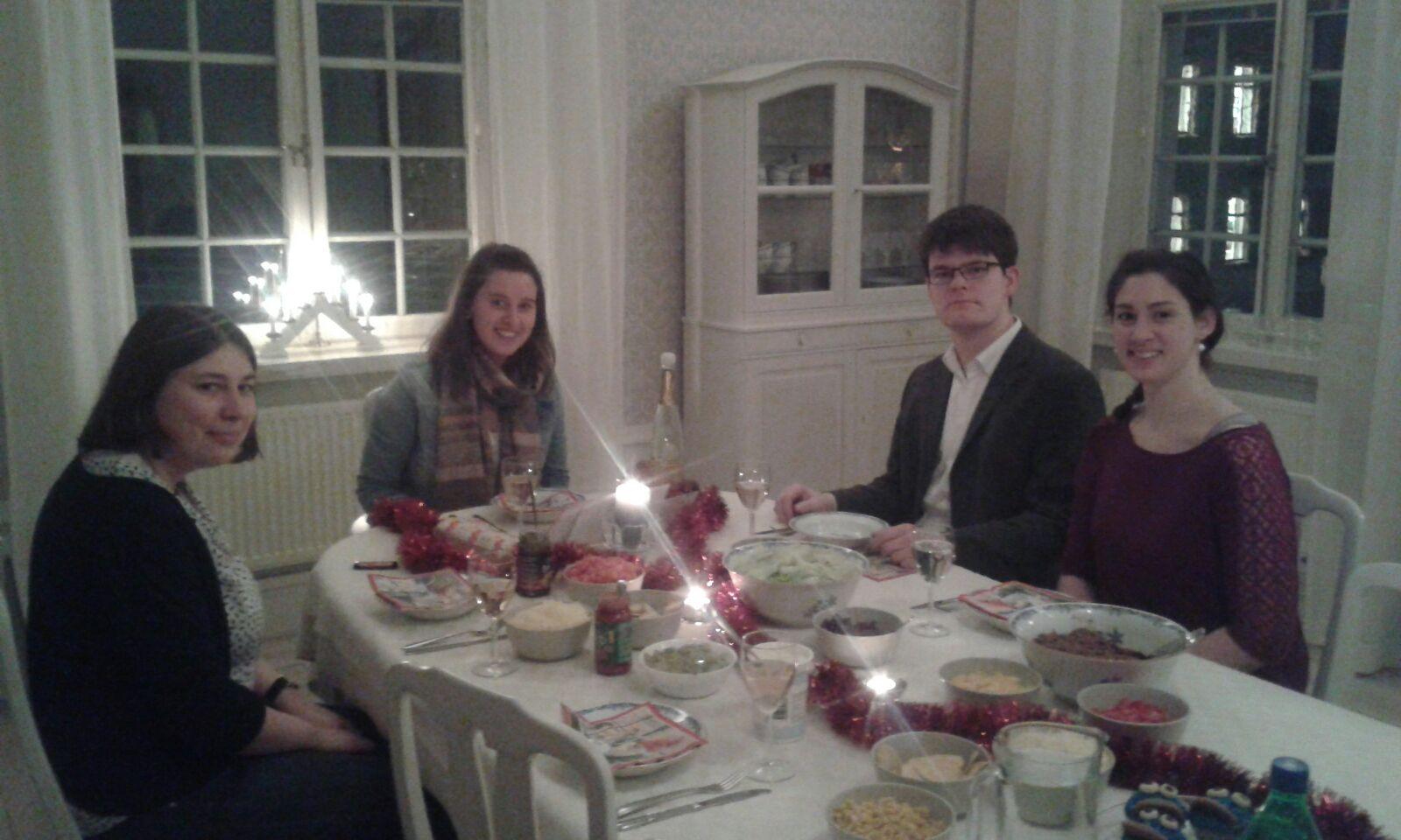 Raphaela Polk (Mitte) bei ihrer Geburtstagsfeier