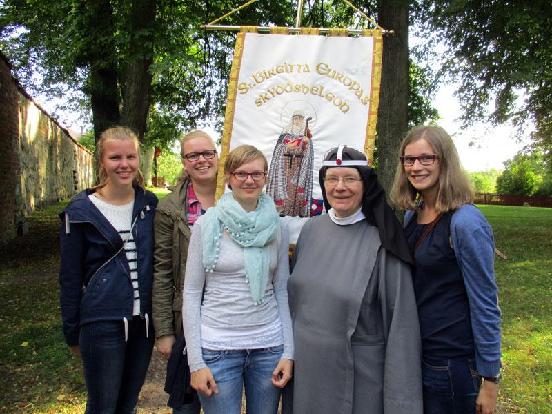 Freiwillige und Schwester Monika bei der Bistumswallfahrt in Vadstena.