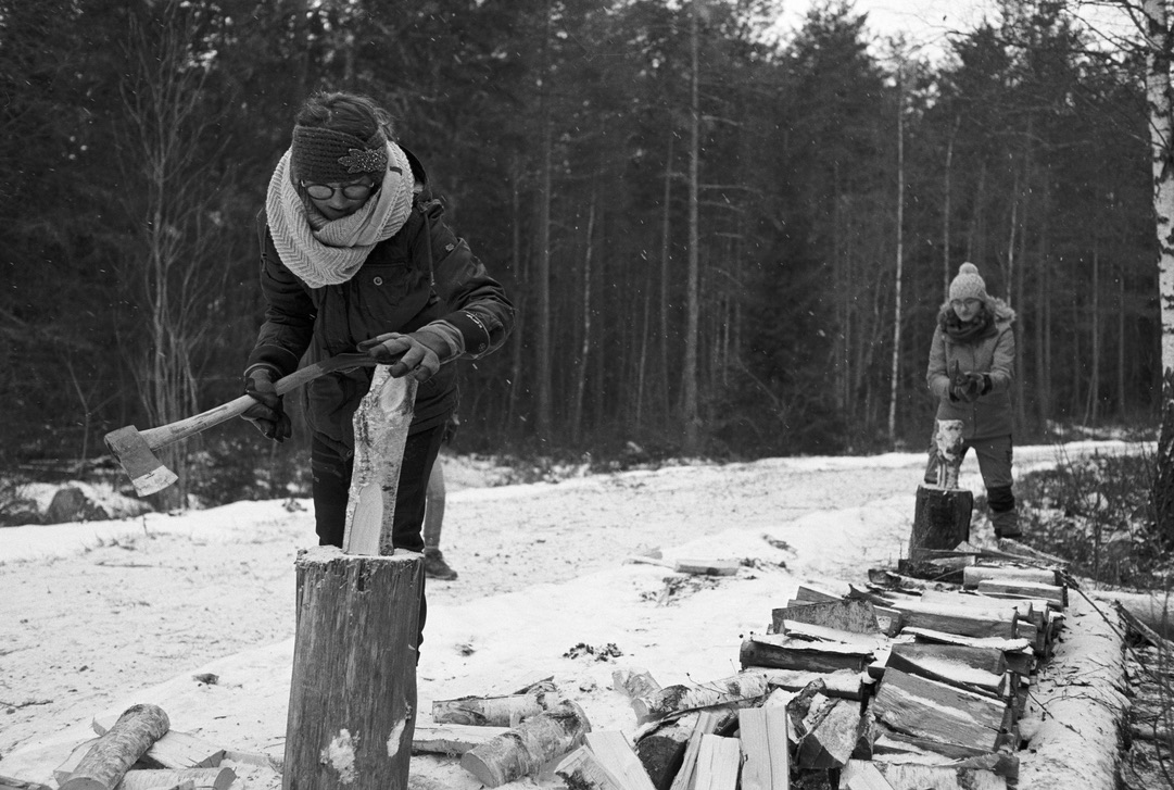In Schweden haben wir das Holzhacken zu lieben gelernt :)