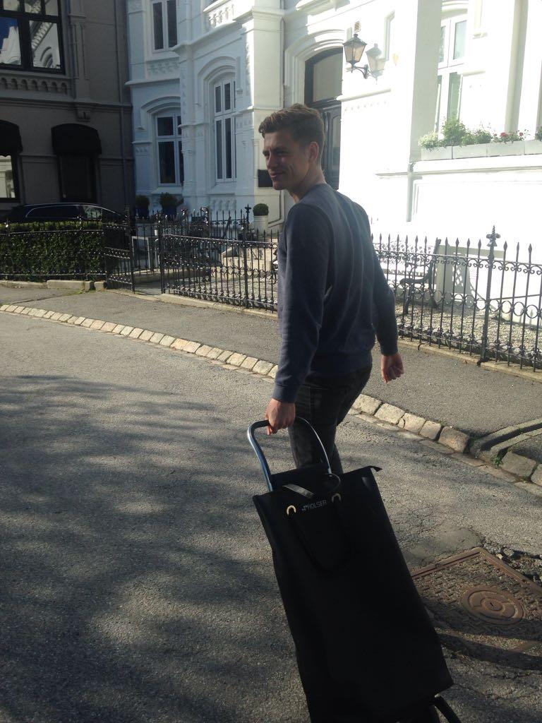 Tobias Hövener auf dem Weg zum Einkaufen