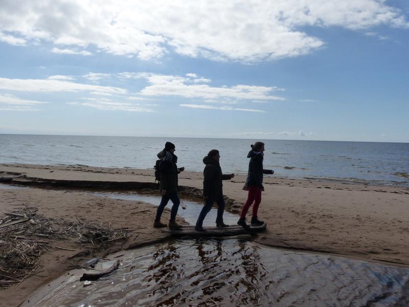 An der lettischen Küste: Anna-Lena Dress, Schwester Hannah-Rita Laue und Hannah Olbrich