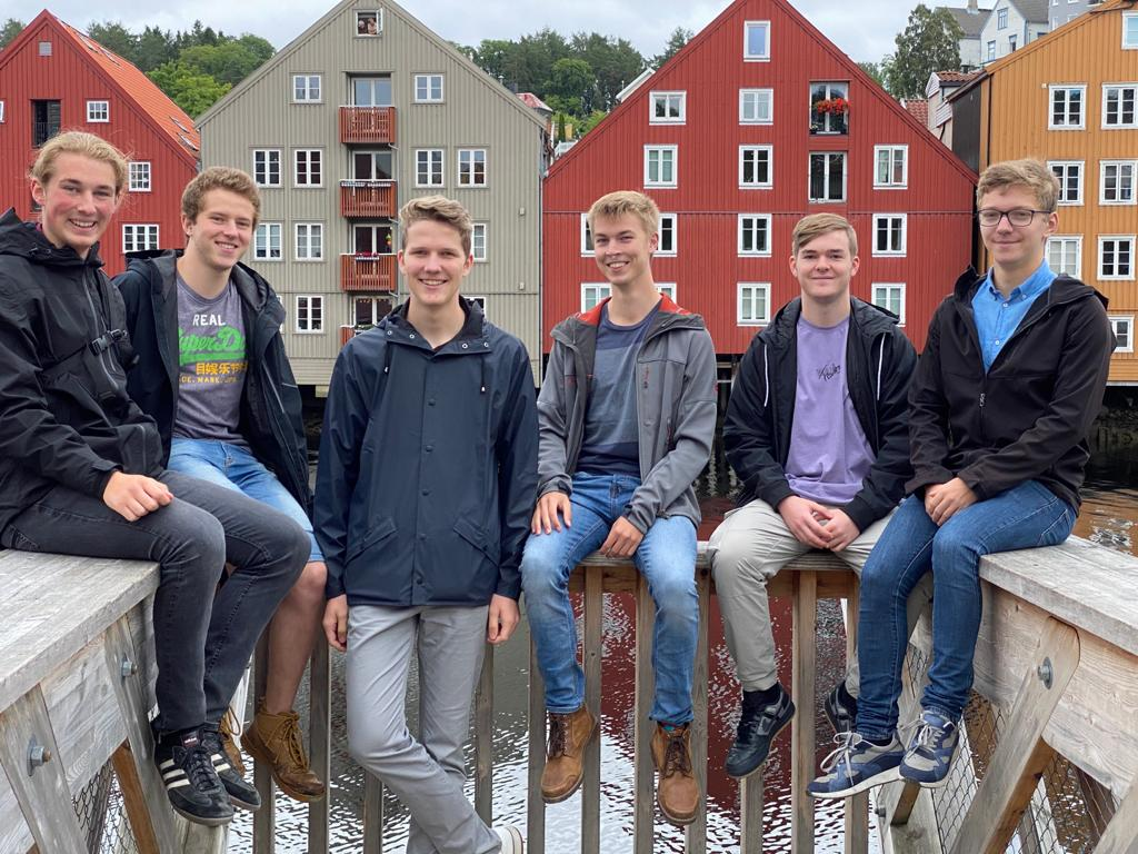 Ehemalige und aktuelle Praktikanten (v.l.) Jonas, Lasse, Paul, Hannes, Tim und Thomas
