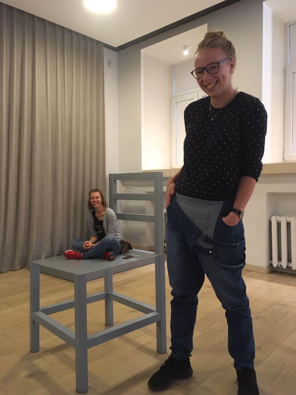Greta und Josephine im Museum für Illusion in Vilnius