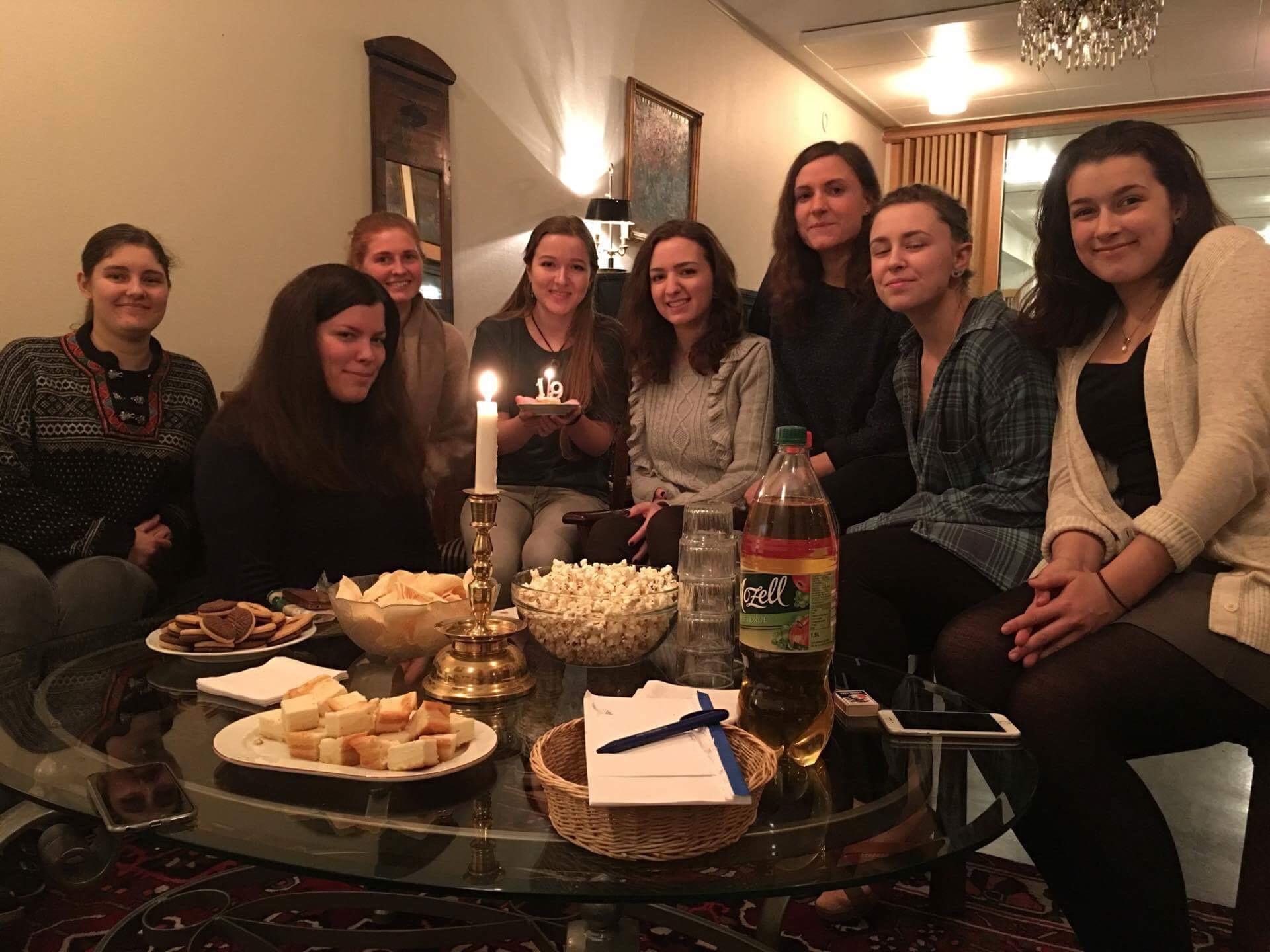 Geburtstagsfeier mit Studentinnen im Katarinahjemmet