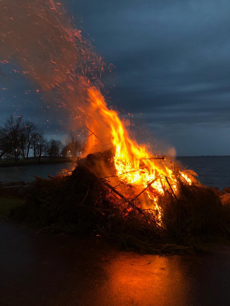 Feuer zur Walpurgisnacht in Vadstena