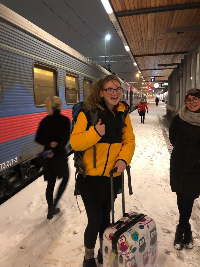 Ingas Ankuft am Bahnhof