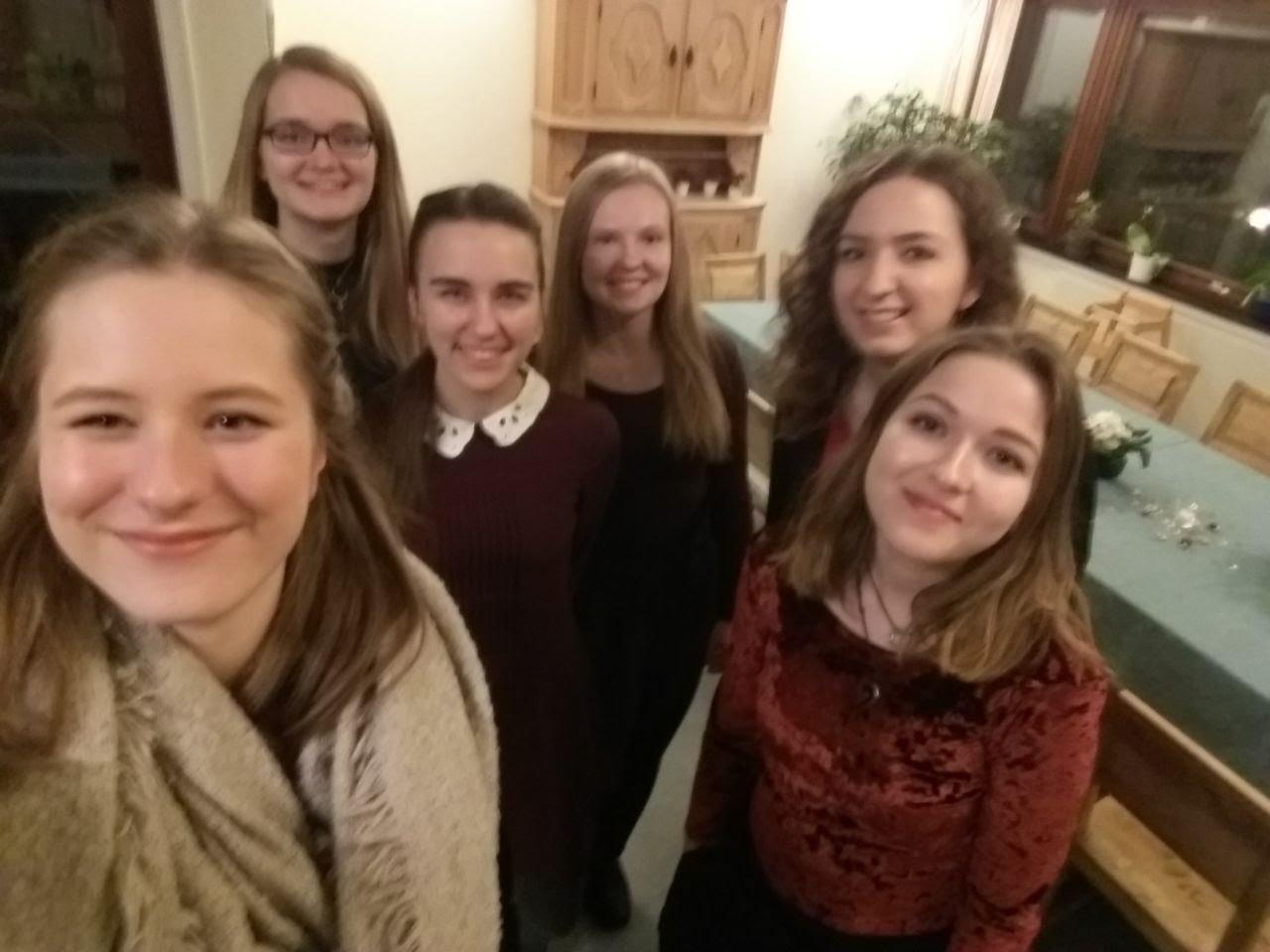 Silvester im Katarinahjemmet: Charlotte mit Maria Korten, Lioba Dietz, Tabea G., Rebecca Kronseder und Annika Reiss