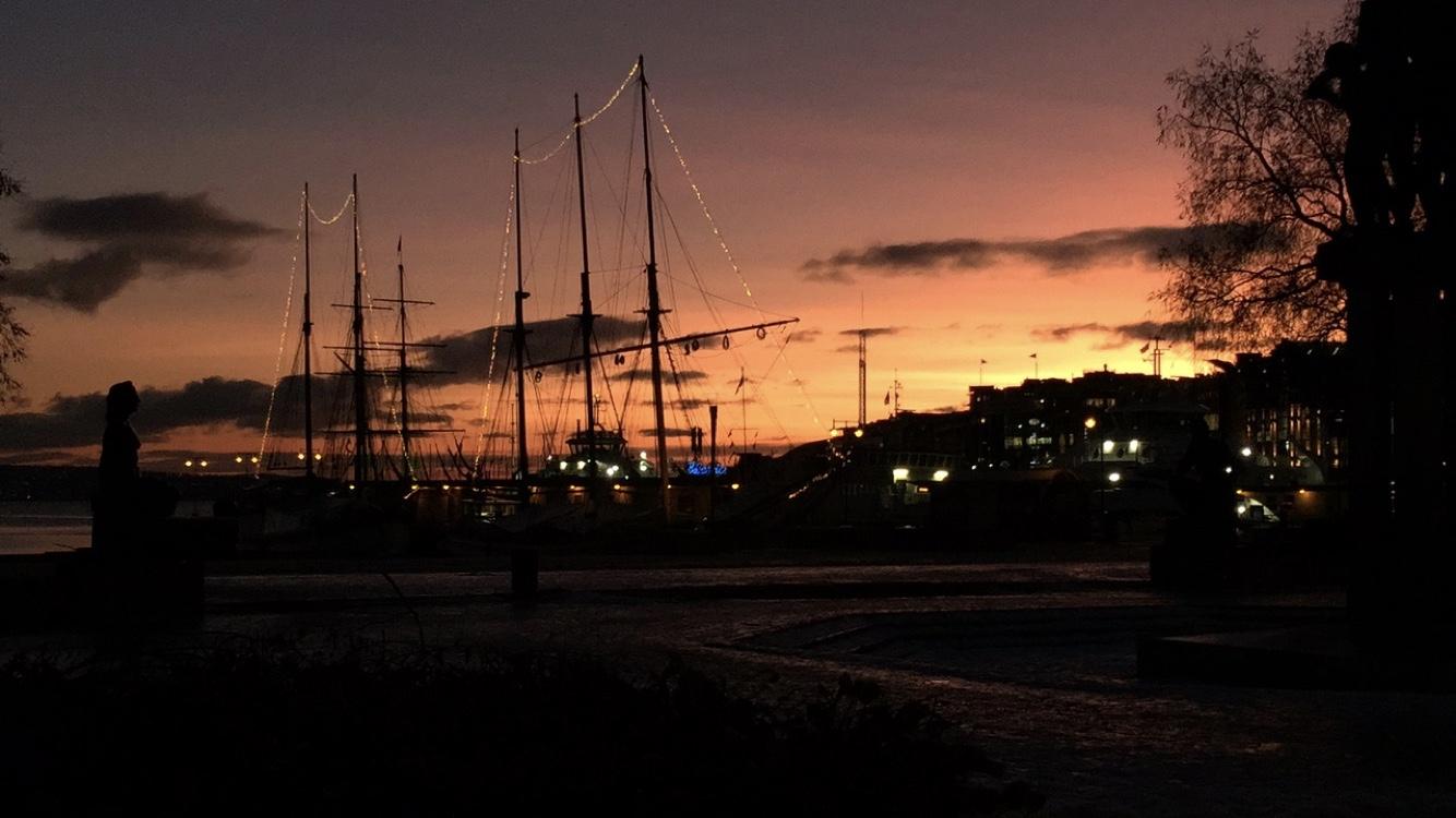 Sonnenuntergang über dem Osloer Hafen