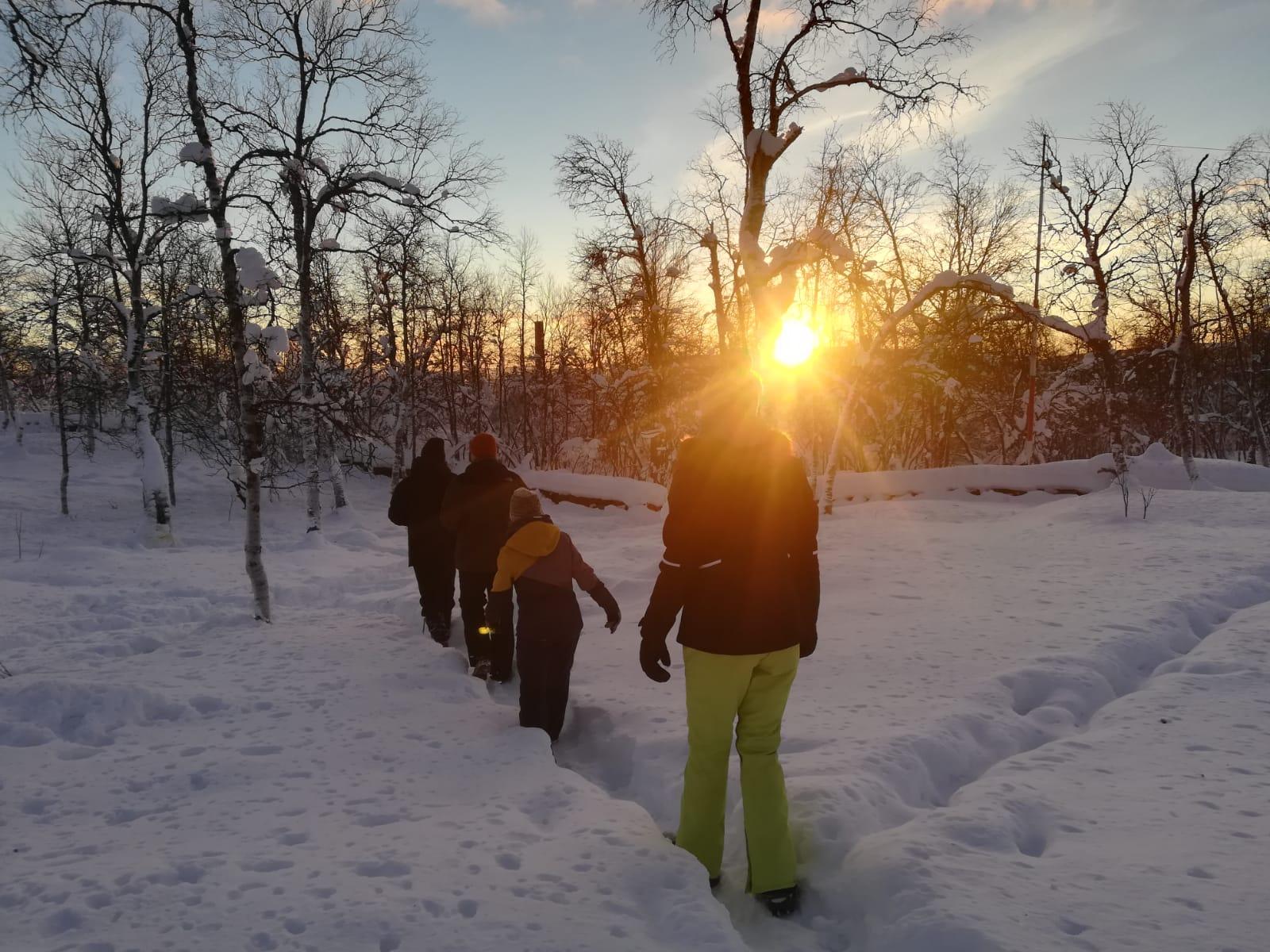 Marsch durch den Tiefschnee in Kiruna