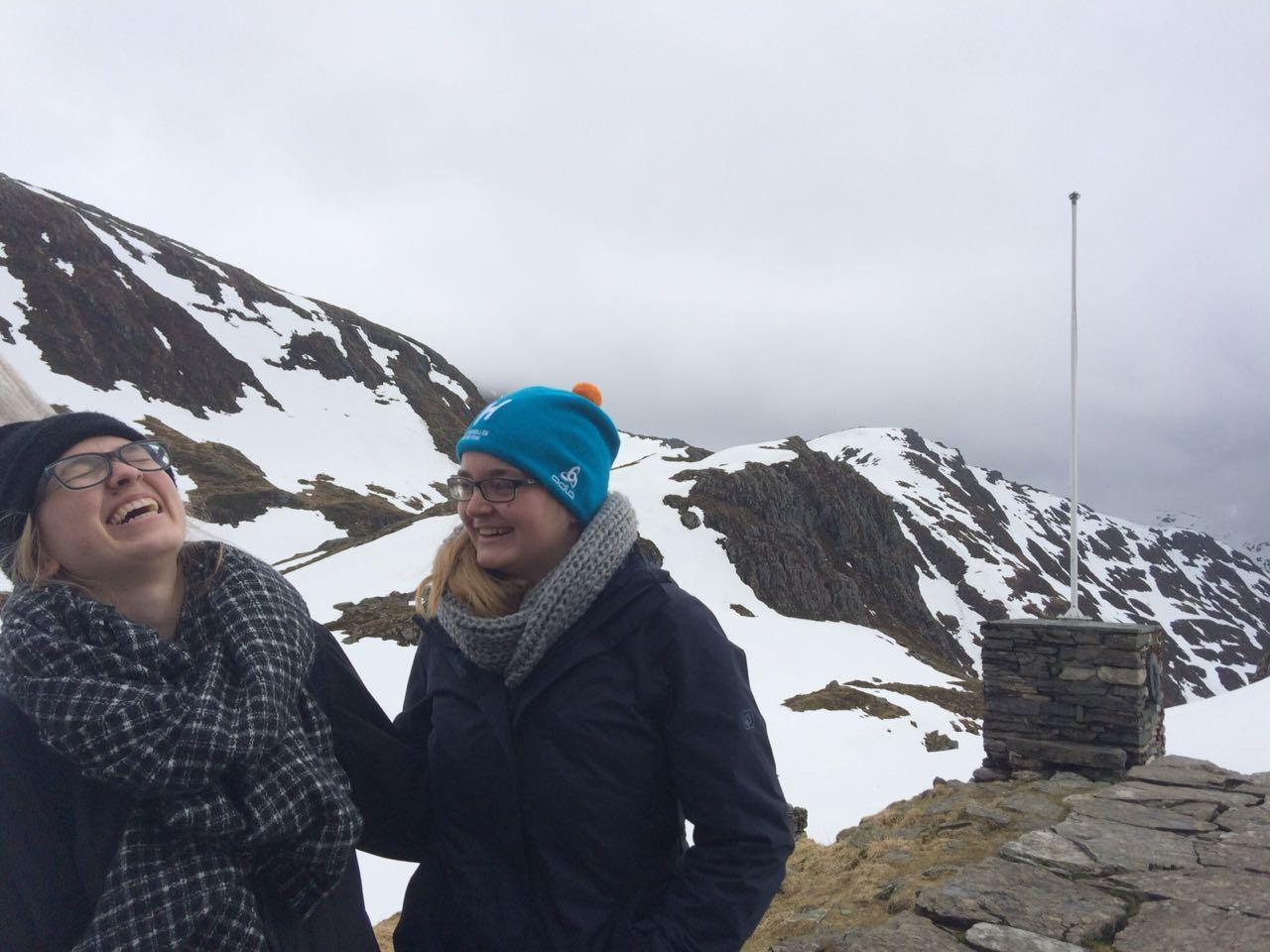 Magdalena Kollbeck und Maria Korten bei einer Wanderung in Bergen