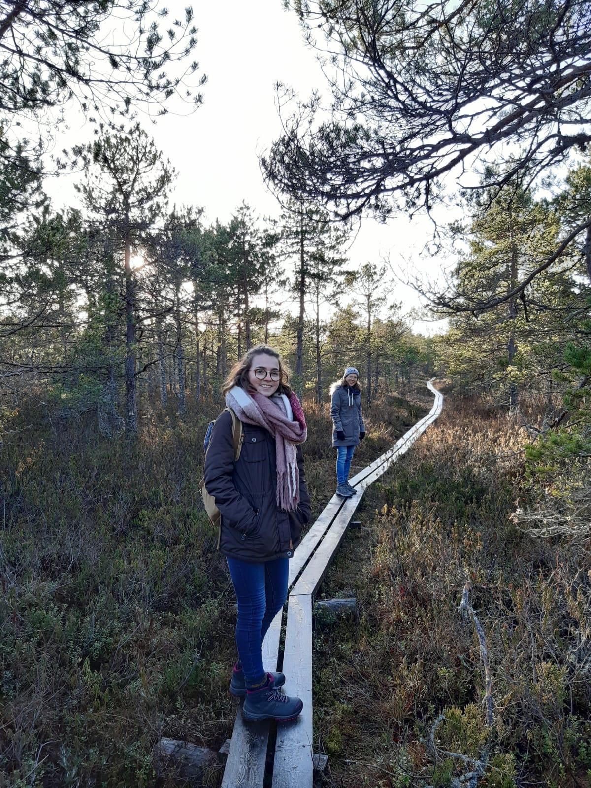 Clarita und Hannah bei Wanderung