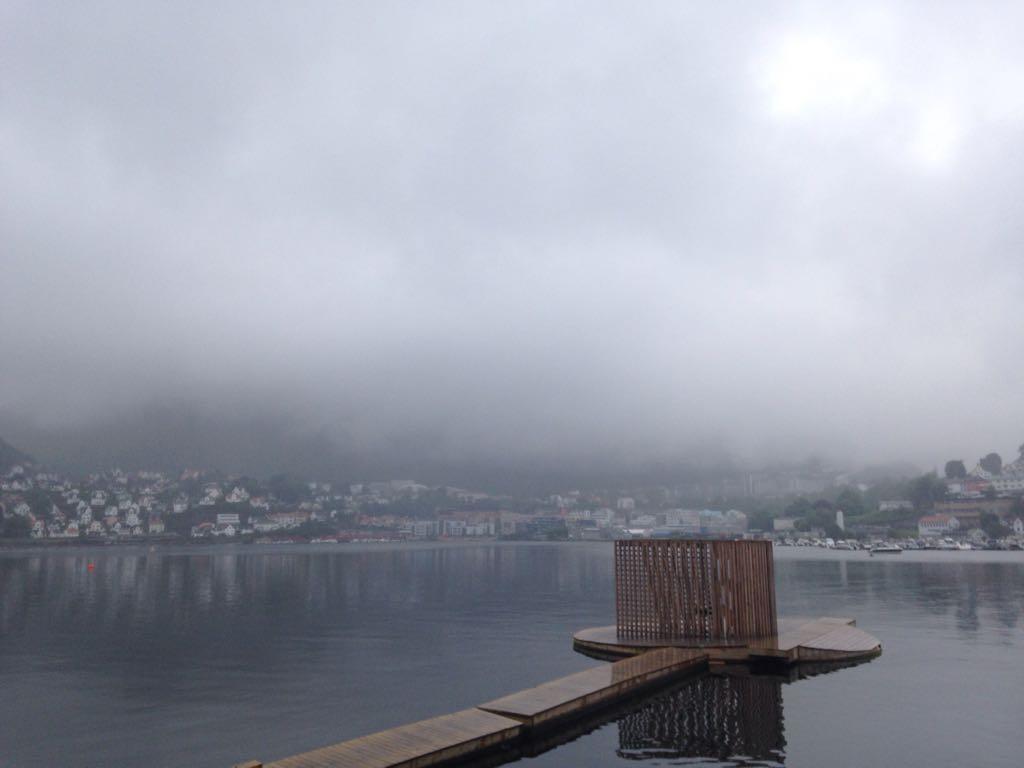 Bergen im Nebel
