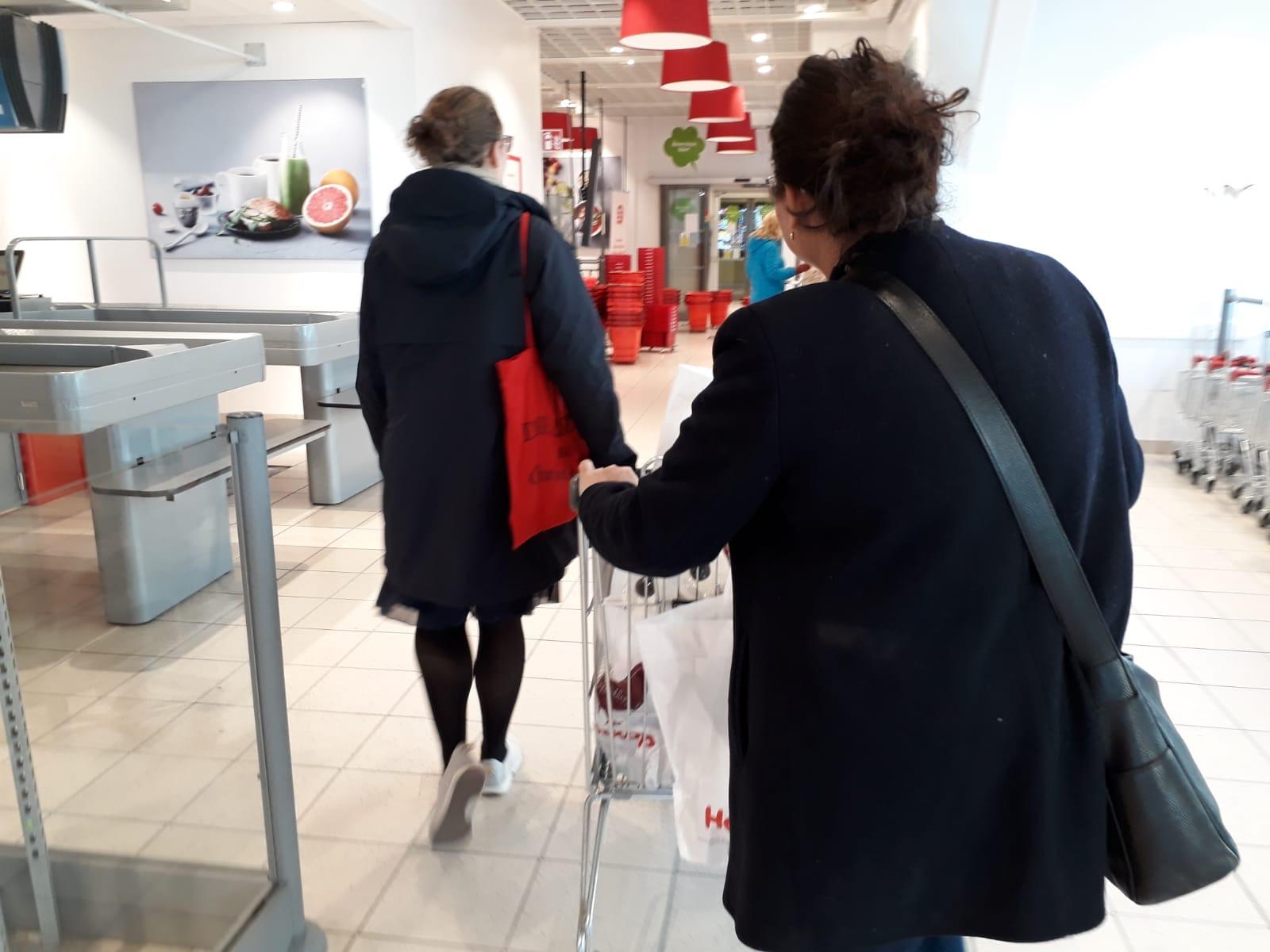 In Corona-Zeiten: Einkaufen für die Essensverteilung