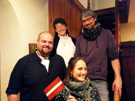 Martin Schwentker und Anna Gabler mit ihren Mentoren Sr.Hannah-Rita Laue und Matthias Hein