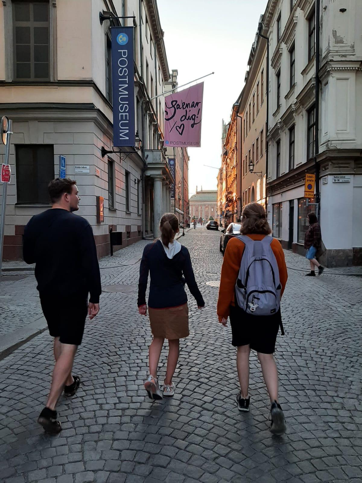 Konrad, Hannah und Sonja beim Abschlussspaziergang in Gamla Stan