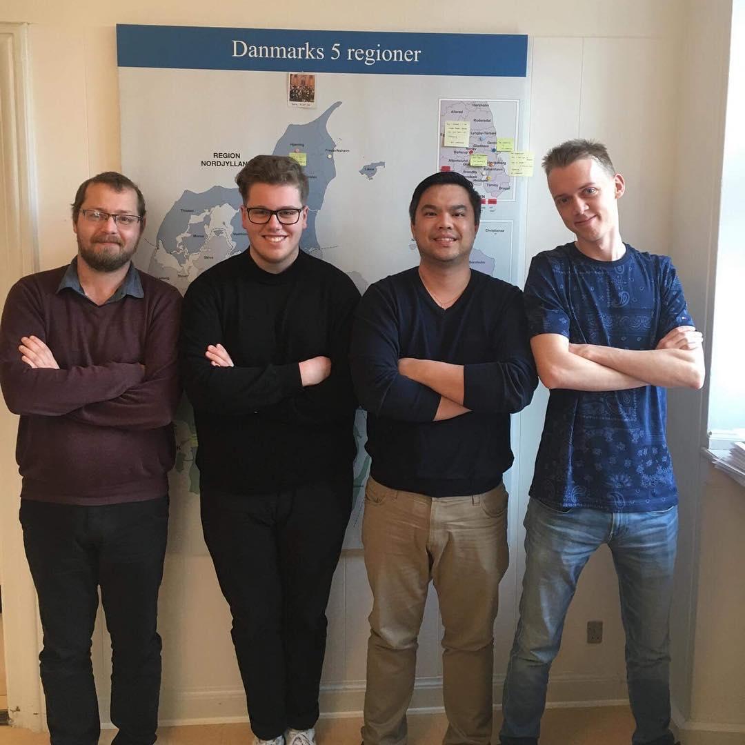 Immanuel (2.v.l.) mit seinen Kollegen von DUK