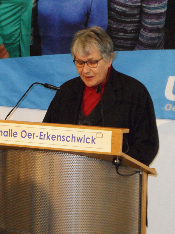 Ursula Weissenbacher begrüßt die Gäste