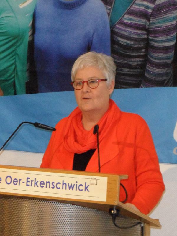 Silke Krieg überbringt als stellvertretende Bürgermeisterin die Glückwünsche der Stadt